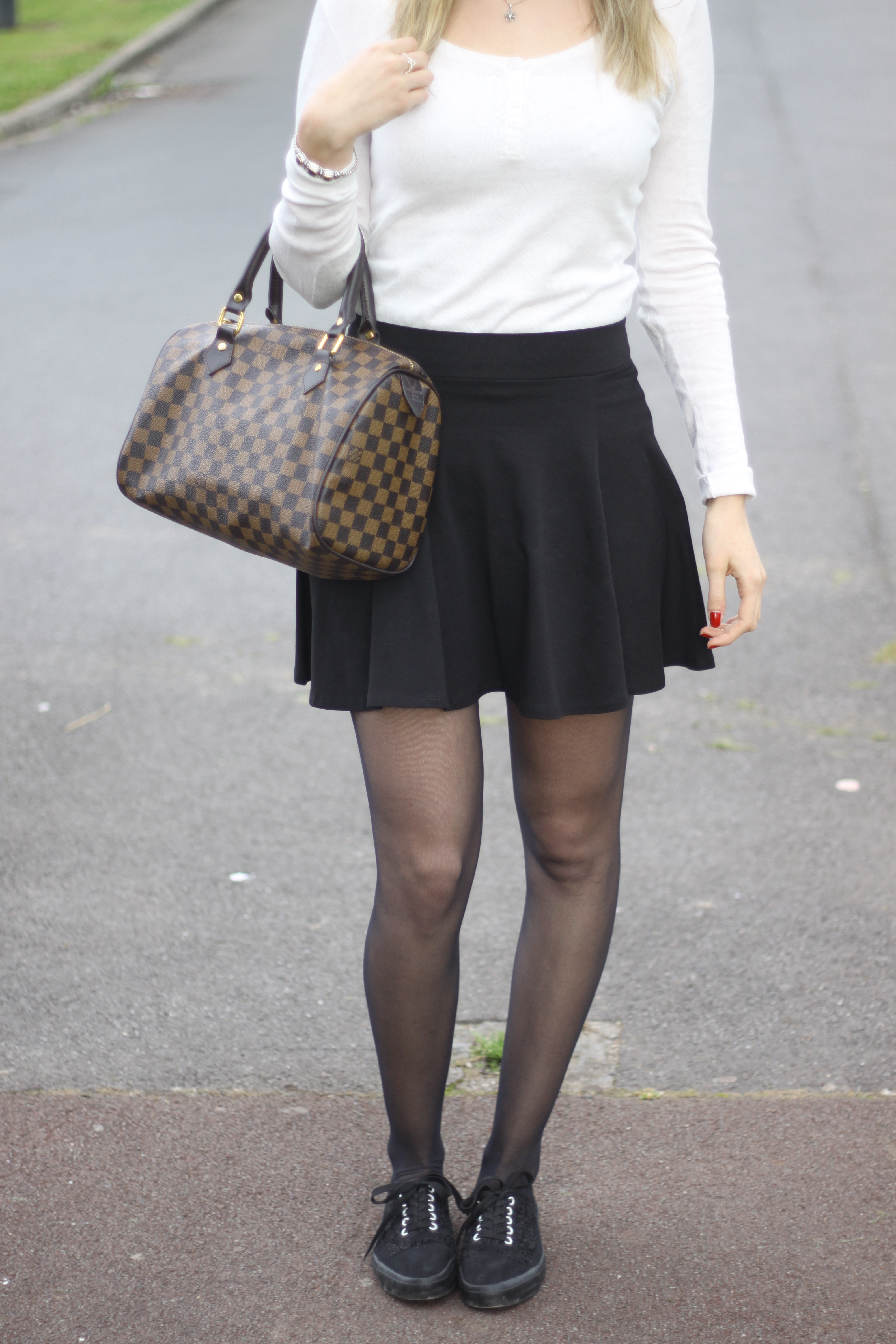 Outfit Pull BONOBO // Jupe CA // Shoes NEW LOOK // Bracelet SHEINSIDE // Bague IAM